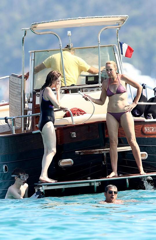 Jerry odjela za krásami francouzského Saint-Tropez.