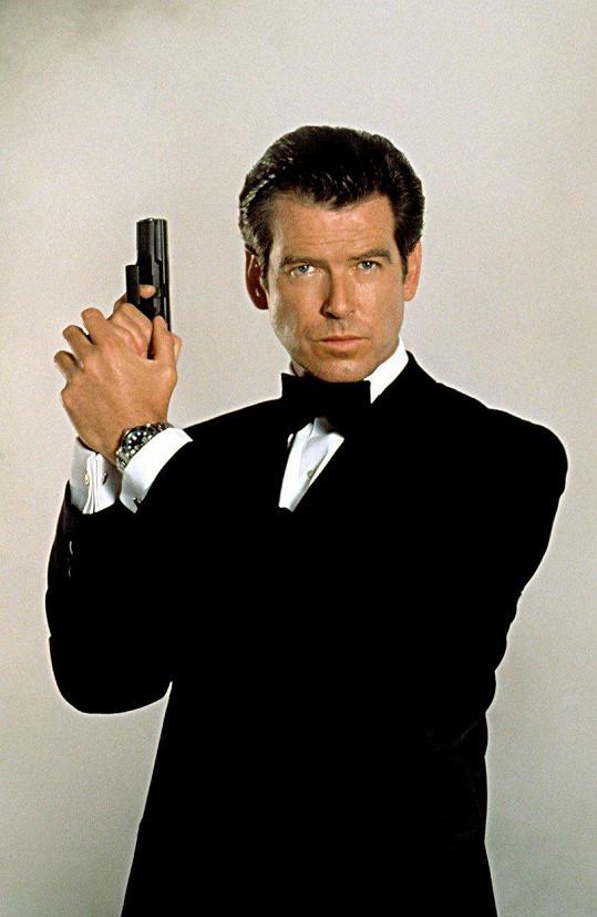 Proslavila ho role Jamese Bonda.