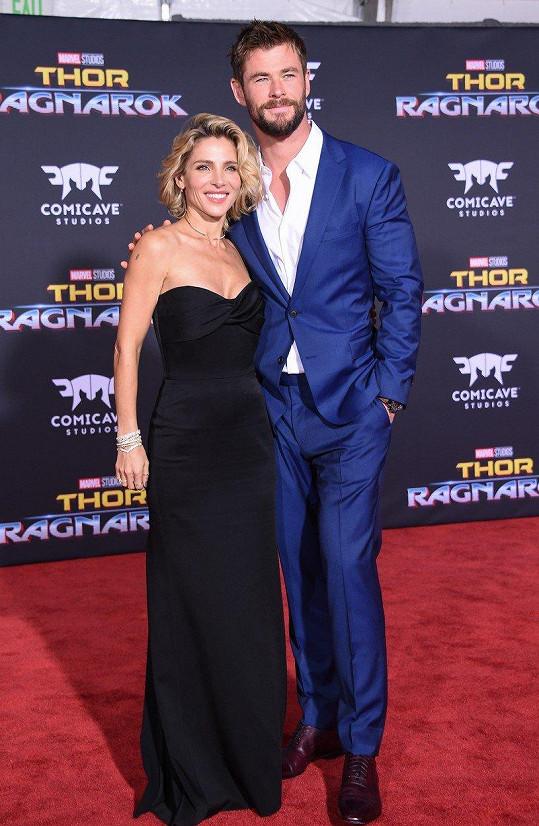 Chris Hemsworth a Elsa Pataky na losangeleské premiéře filmu Thor: Ragnarok