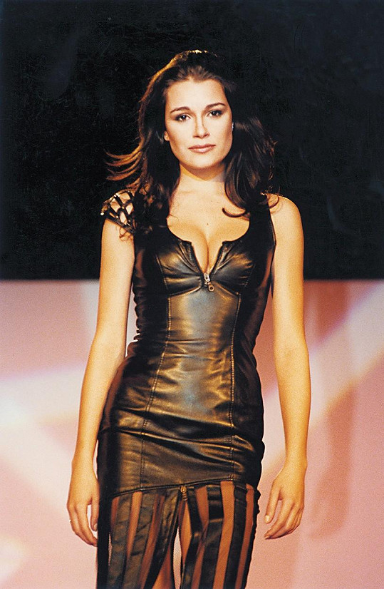 Šeredová jako jedna z modelek na přehlídce v roce 2001