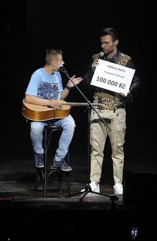 Laciho si Leoš Mareš pozval na svůj koncert do O2 Areny.