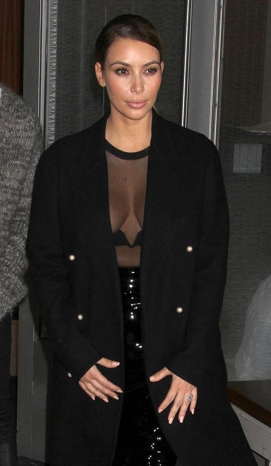 Jsou úmysly Kim Kardashian opravdu křišťálově čisté?