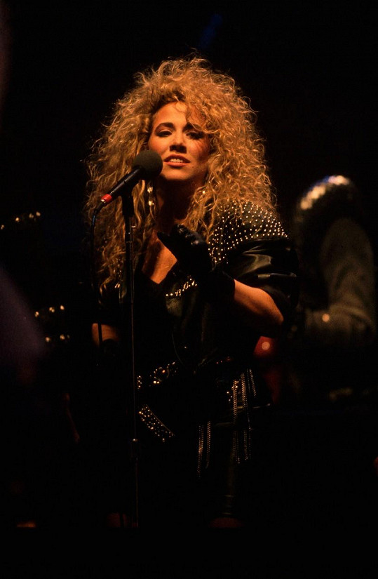 V 90. letech doprovázela Sheryl Crow Michaela Jacksona na jeho turné.