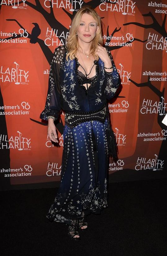 Courtney Love vsadila na dráždivý kostým.