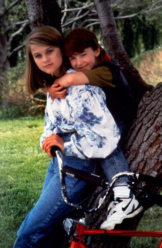 Joe Mazzello s Reese Witherspoon ve filmu Desperate Choices: To Save My Child (1992)