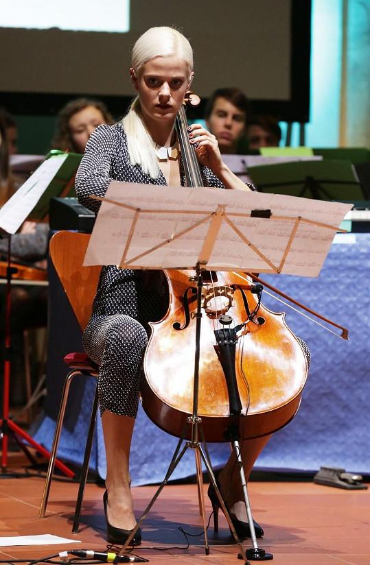 Terezie Kovalová se věnuje hře na violoncello.