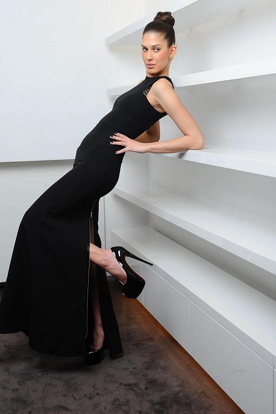 Aneta Vignerová si jako první v Česku oblékla šaty od Victorie Beckham.