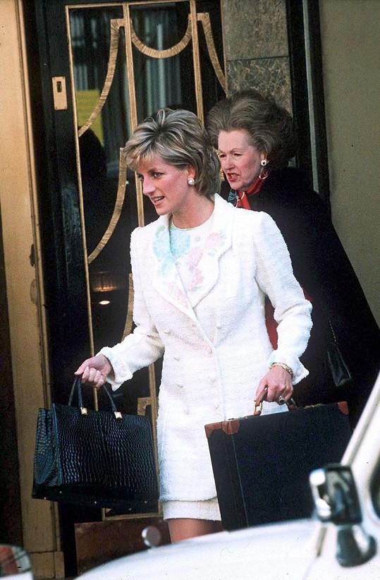 Lady Diana si v dospělosti k nevlastní matce našla cestu.