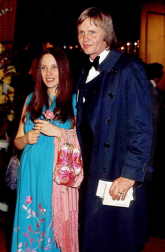 Marcheline Bertrand podlehla rakovině v roce 2007. Na archivním snímku s Jonem Voightem, otcem Angeliny