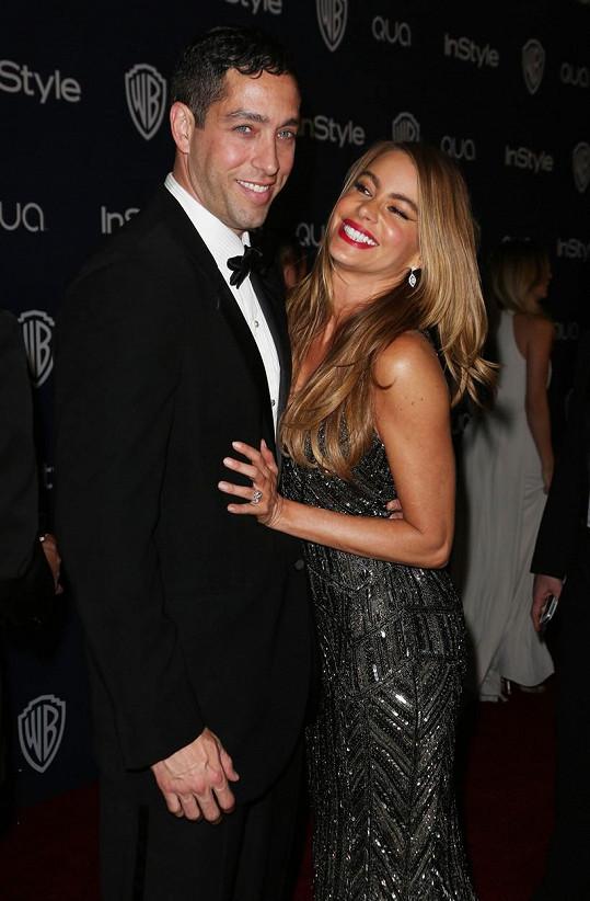 Sofia Vergara se svým exsnoubencem Nickem Loebem, který se s ní soudí o opatrovnictví zmražených embryí.