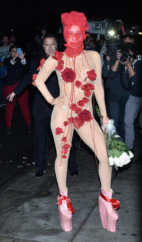 Lady Gaga jako novodobá šípková Růženka