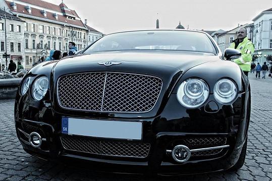 Rytmus má slabost pro luxusní auta.