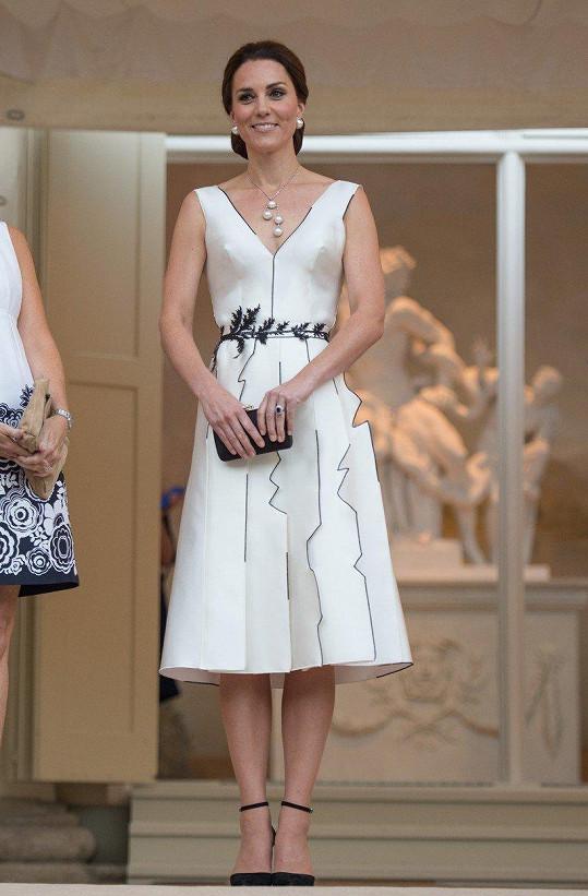 V Polsku Kate dostala nepříliš povedené šaty.