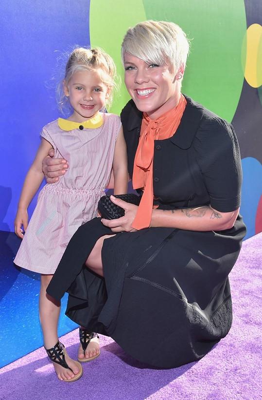 Zpěvačce Pink mateřství dodalo na ženskosti...