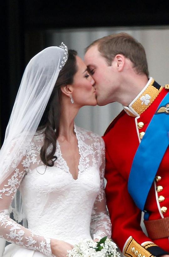 Kromě svatebního polibku neexistuje, aby si Kate s Williamem projevovali veřejně náklonnost.