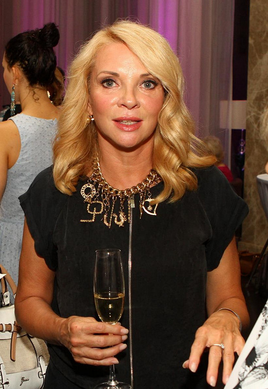 Zdena Studenková vypadá na šedesát skvěle.