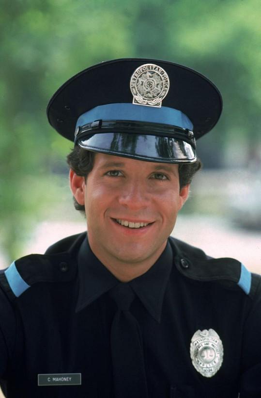 Steve Guttenberg jako Carey Mahoney ve slavné Policejní akademii