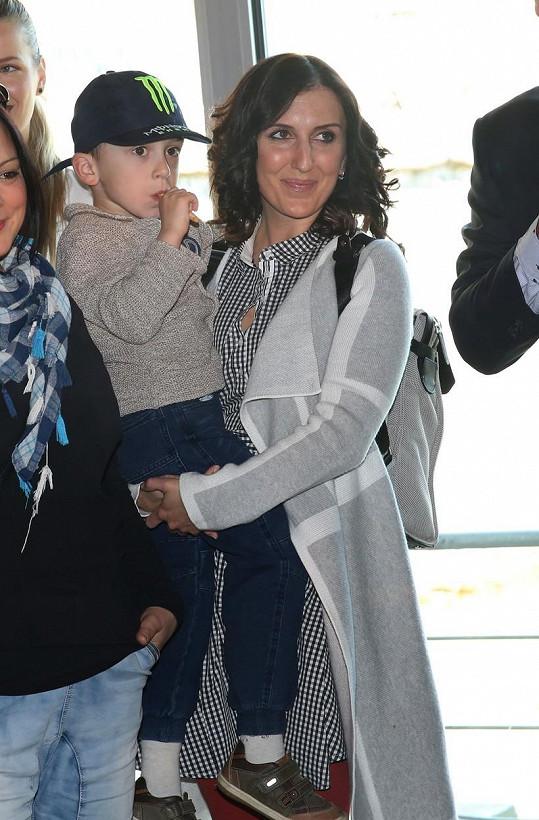 Se zpěvačkou Radkou Fišarovou má dnes devítiletého syna Oskara.