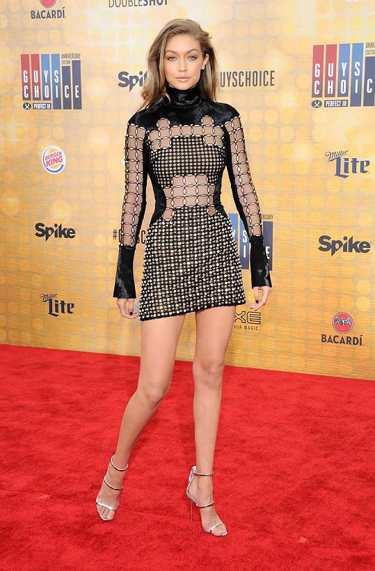 Gigi Hadid oplývá podobně útlými křivkami jako Calvinova expřítelkyně.