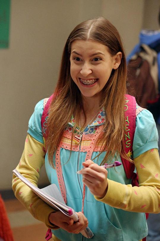Skvěle nadabovala Sue ze seriálu Middle (Průměrňákovi).