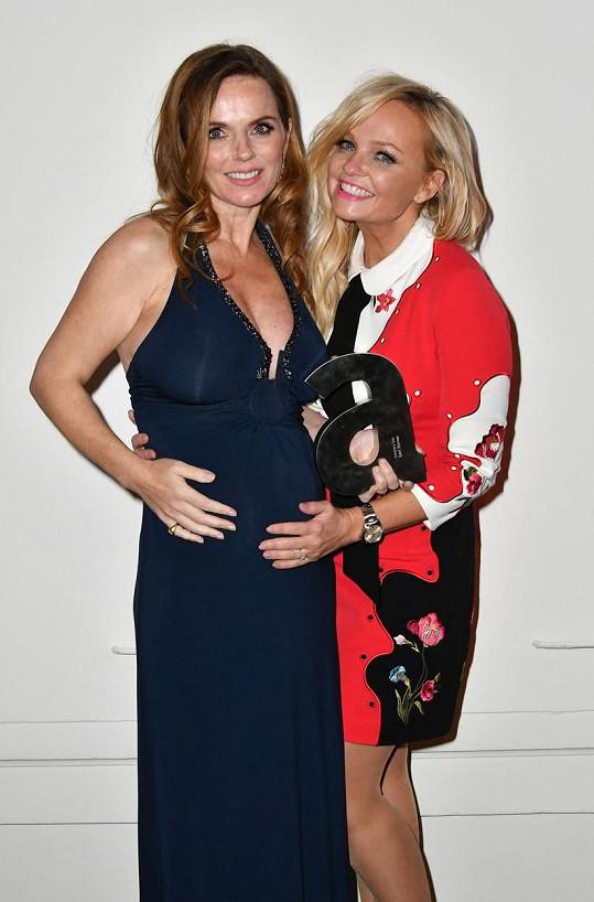 Nastávající maminku obdivovala i Emma ze Spice Girls