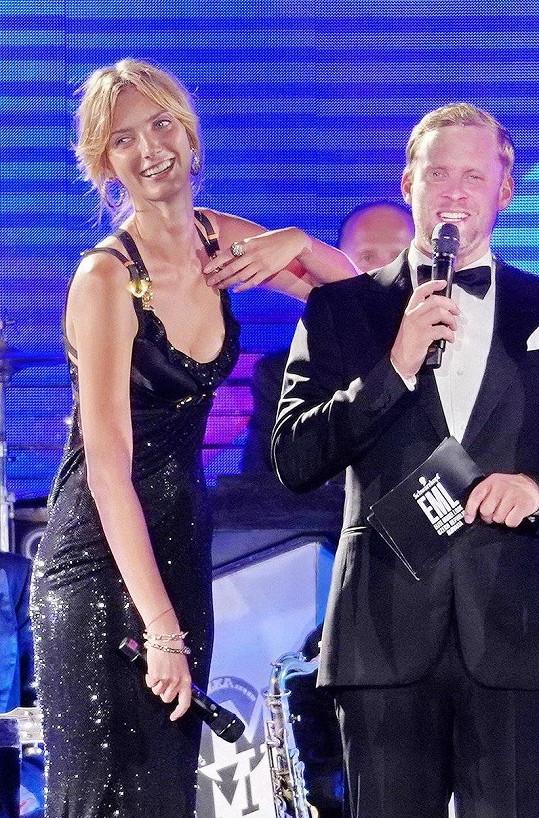 Denisa se s Jakubem seznámila loni během finále soutěže Schwarzkopf Elite Model Look na Pražském hradě. Nezdá se, že by se modelce po herci stýskalo.