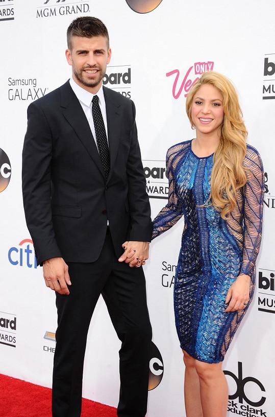 Gerard Piqué je šťastný po boku zpěvačky Shakiry.