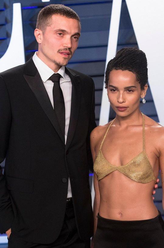 Zoë doprovodil na večírek pořádaný v centru Wallis Annenberg v Beverly Hills její snoubenec Karl Glusman.