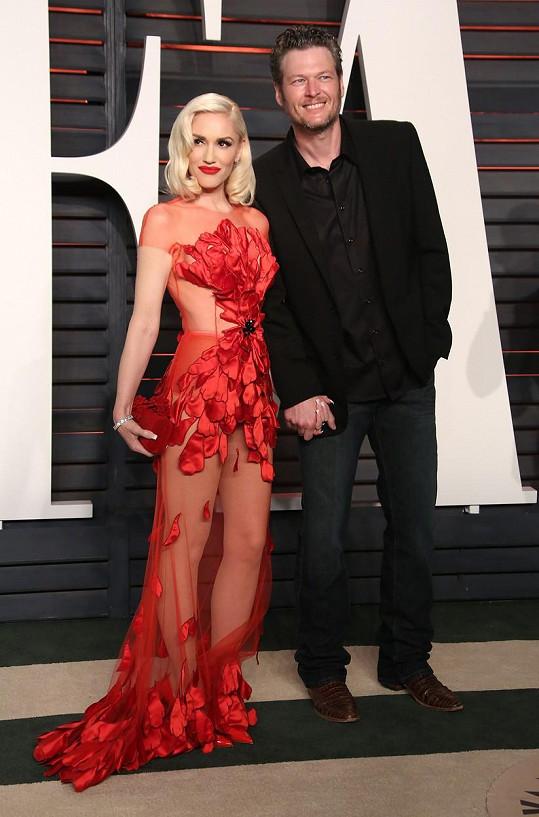 Gwen po boku Blakea září.
