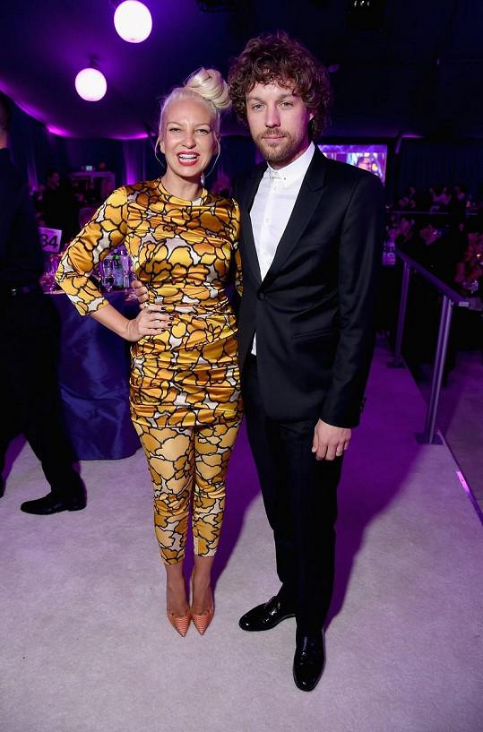 Sia a Erik se po dvou letech rozvádějí.