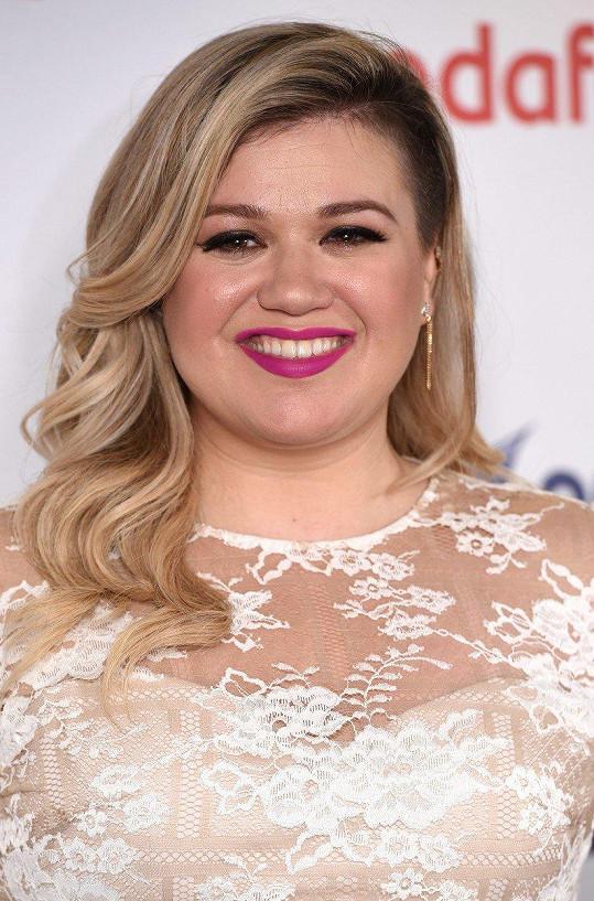 V kategorii pořadů si nejvíc vydělá Kelly Clarkson. Za jeden díl si odnese 13 miliónů korun.