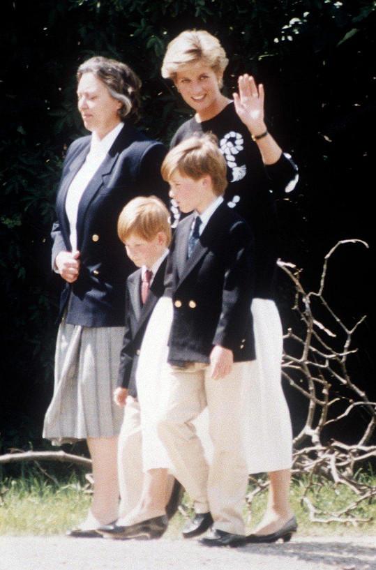 Princezna se syny a jejich chůvou Jessicou Webb na britských ostrovech Scilly o dva roky později (květen 1991)