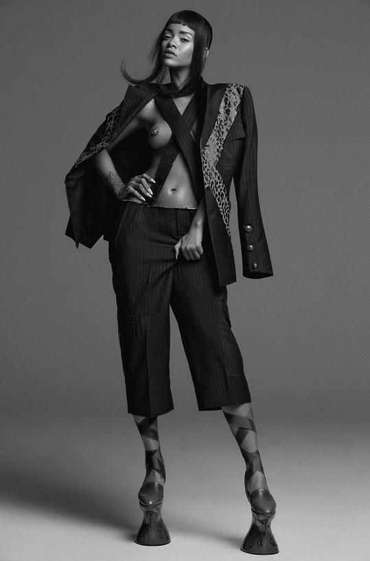 Nahota se stává přirozenou součástí módy.