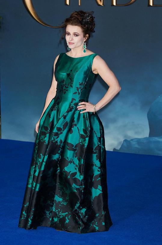 Helena Bonham Carter princeznu Margaret ztvární v seriálu The Crown (Koruna).