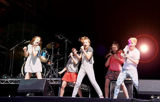 Na pódiu hvězdného festivalu v Readingu