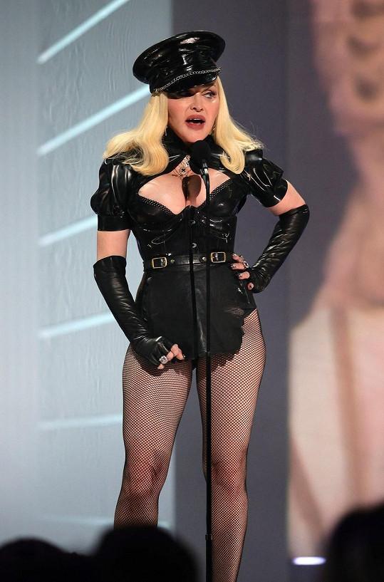 Takhle sexy model oblékla popová ikona na přání ke 40. výročí televizní stanice MTV.