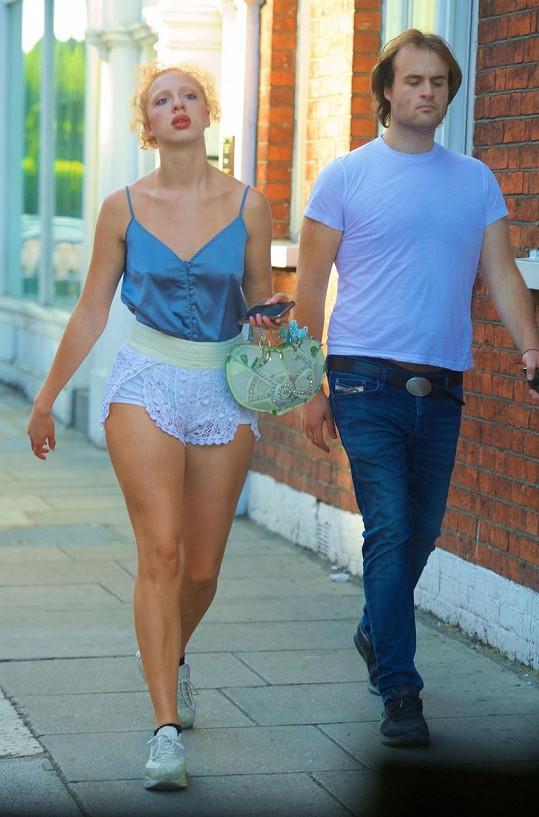 Anna je dcerou Borise Beckera.