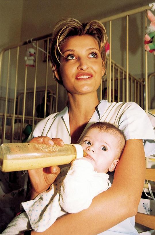 Tereza Maxová v roce 2001 s nejstarším synem Tobiasem, kterého má z prvního manželství.