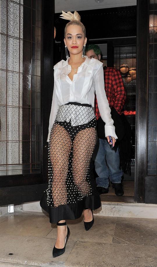 Rita Ora si potrpí na lascivní oblečení.