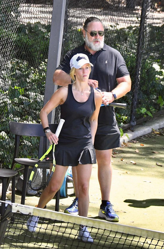 Russell Crowe a Britney Theriot spolu už nějakou dobu randí.