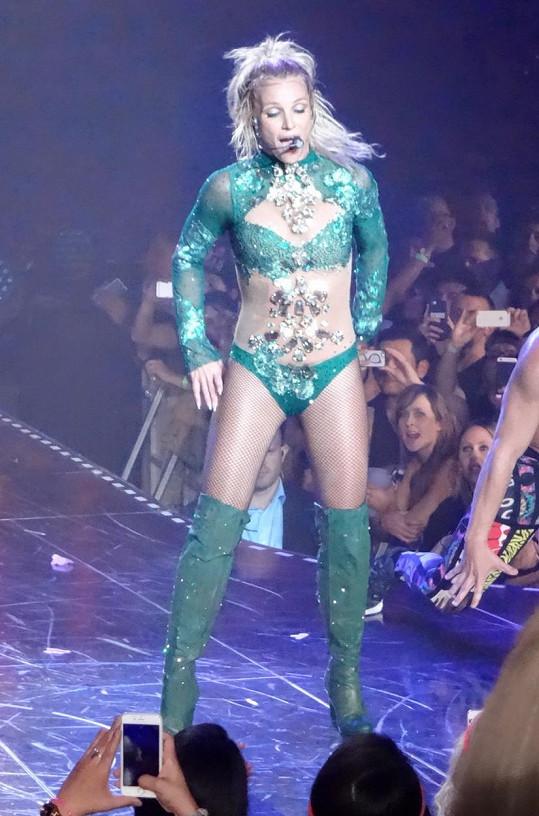 Britney Spears navázala na své koncertní angažmá v Las Vegas ještě štíhlejší siluetou.