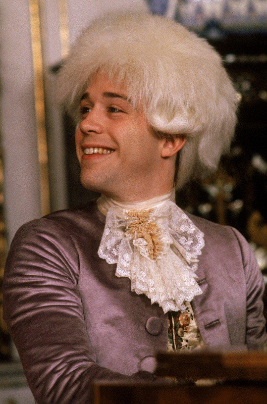 Tom Hulce ve filmu Amadeus (1984)