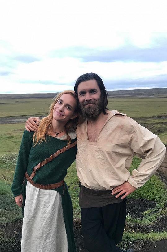 Česká herečka a její islandský kolega Ingi Hrafn Hilmarsson (vpravo).