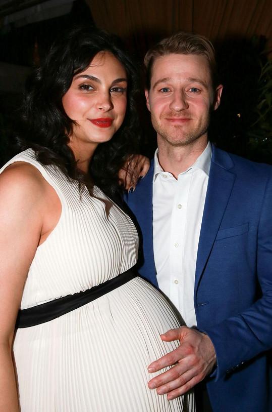Morena Baccarin vyrazila v pokročilém stádiu těhotenství na večírek.