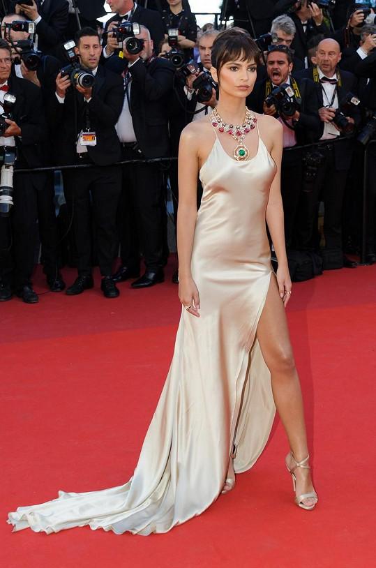 Emily na zahájení festivalu v Cannes