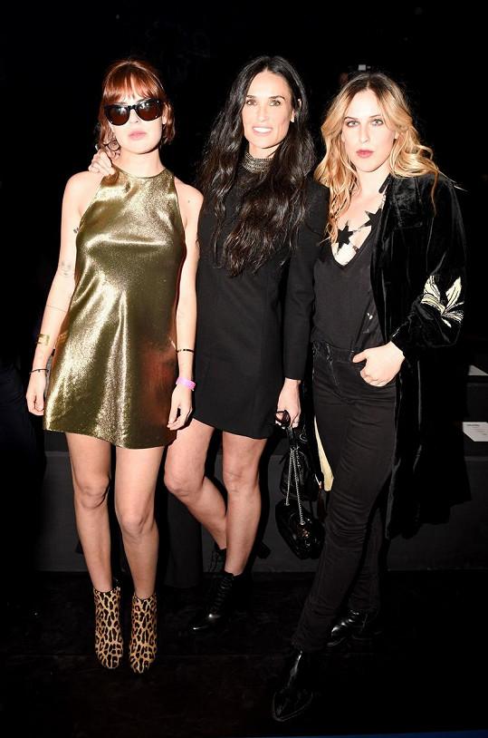 Scout (vpravo) s maminkou Demi Moore a mladší sestrou Tallulah