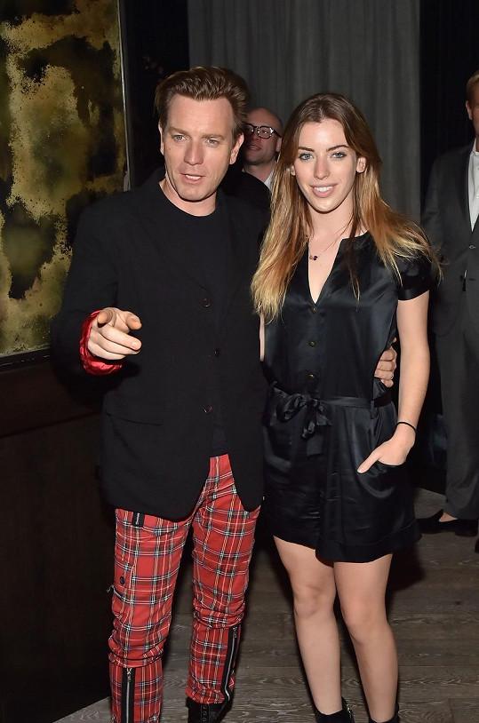 Ewan McGregora jeho dvacetiletá dcera Clara na premiéře životopisného dramatu Miles Ahead.