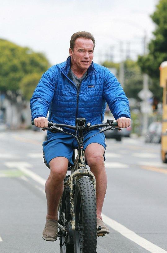 Arnold si vyjel poprvé po operaci srdce ven.