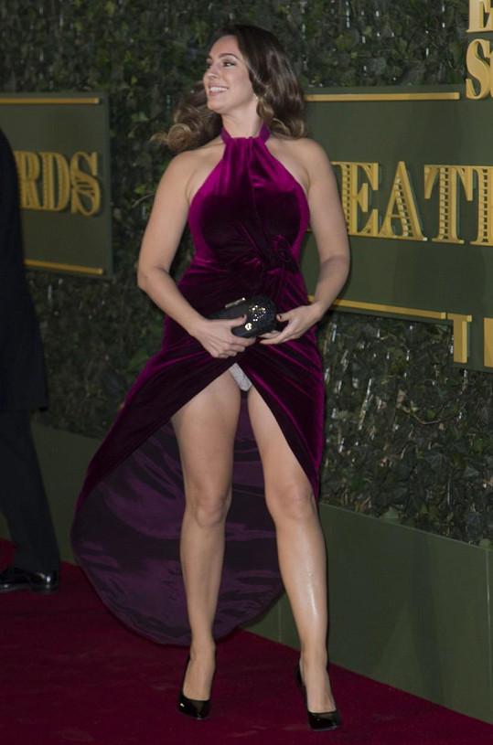 Kelly ukázala kalhotky.