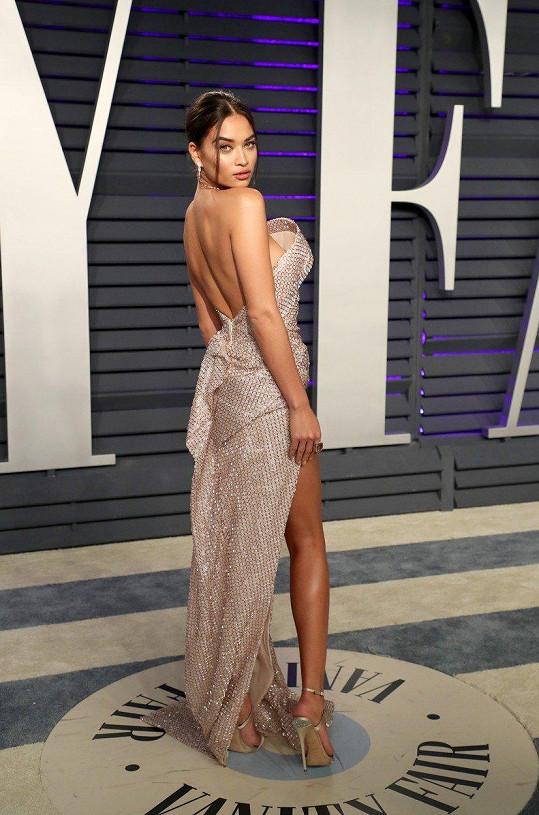 Modelka Shanina Shaik vynesla evidentně model, který neměla čím naplnit.